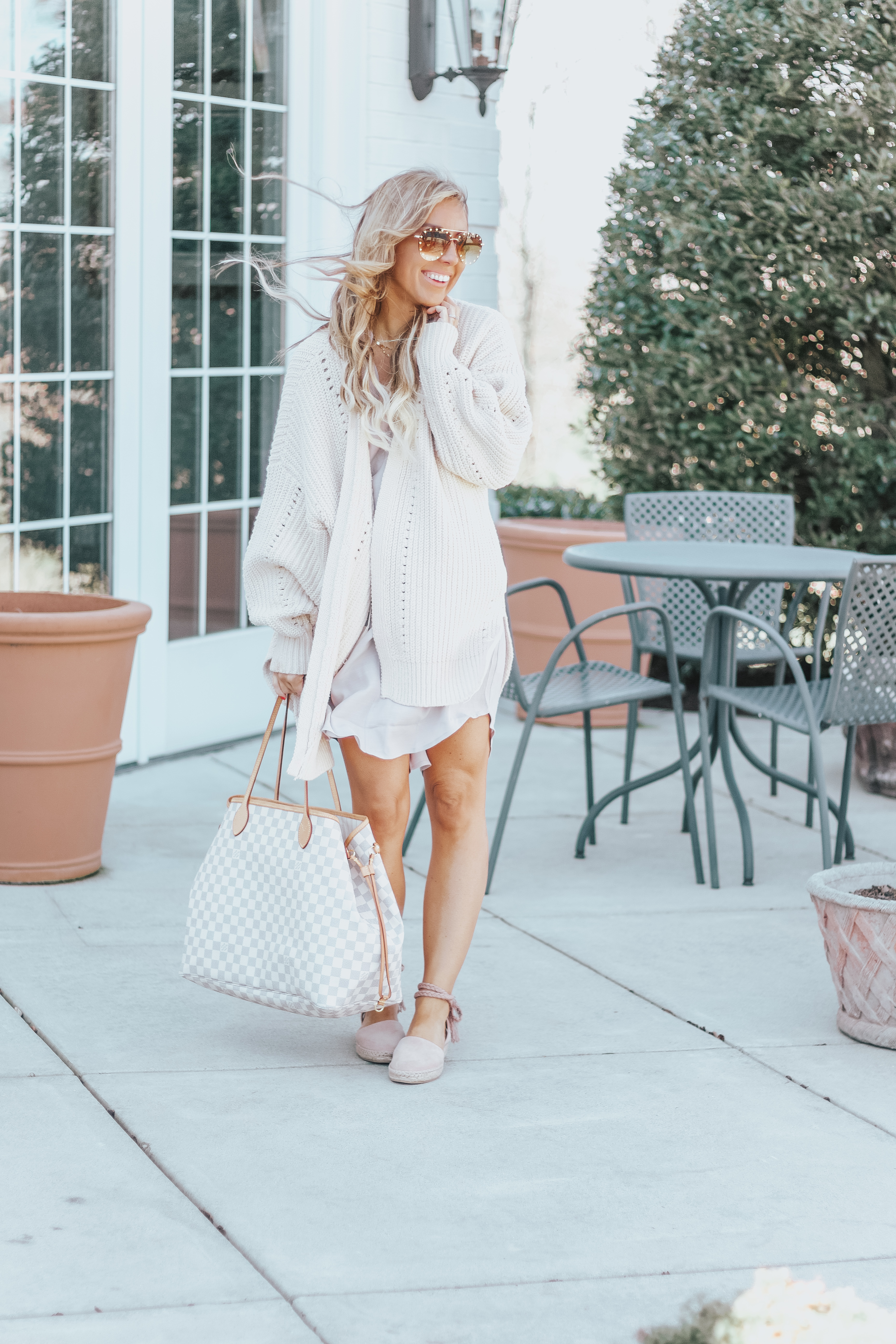 neutral spring outfits